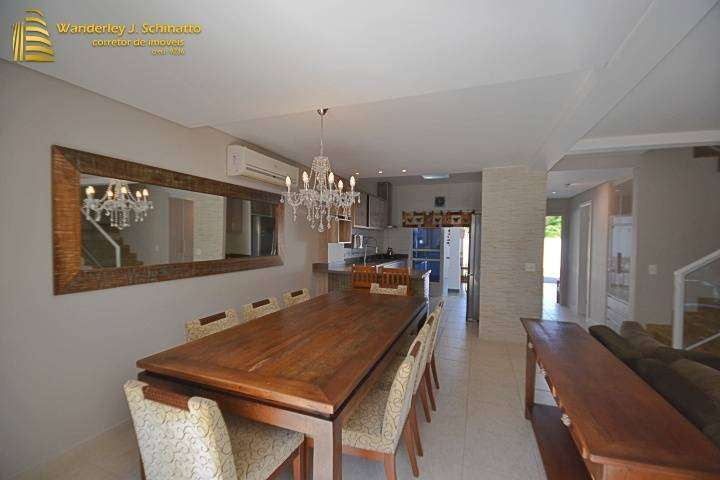 Linda Casa próxima do mar em Balneário Camboriú
