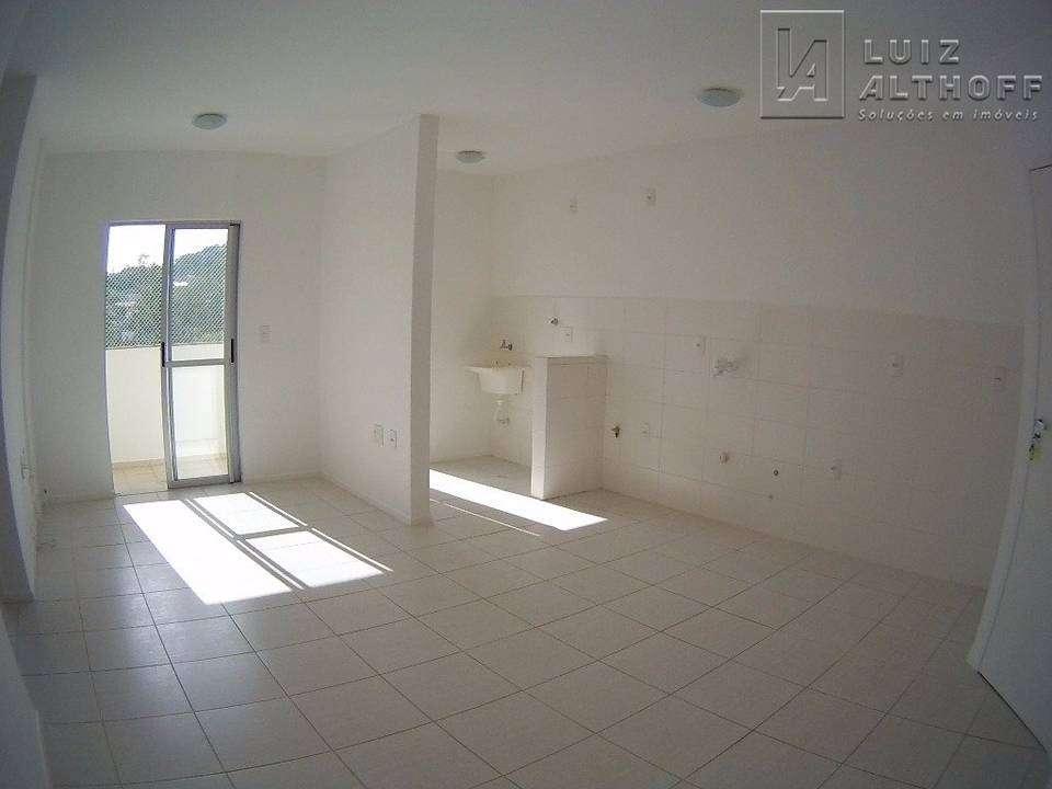 Apartamento na Ponta de Baixo
