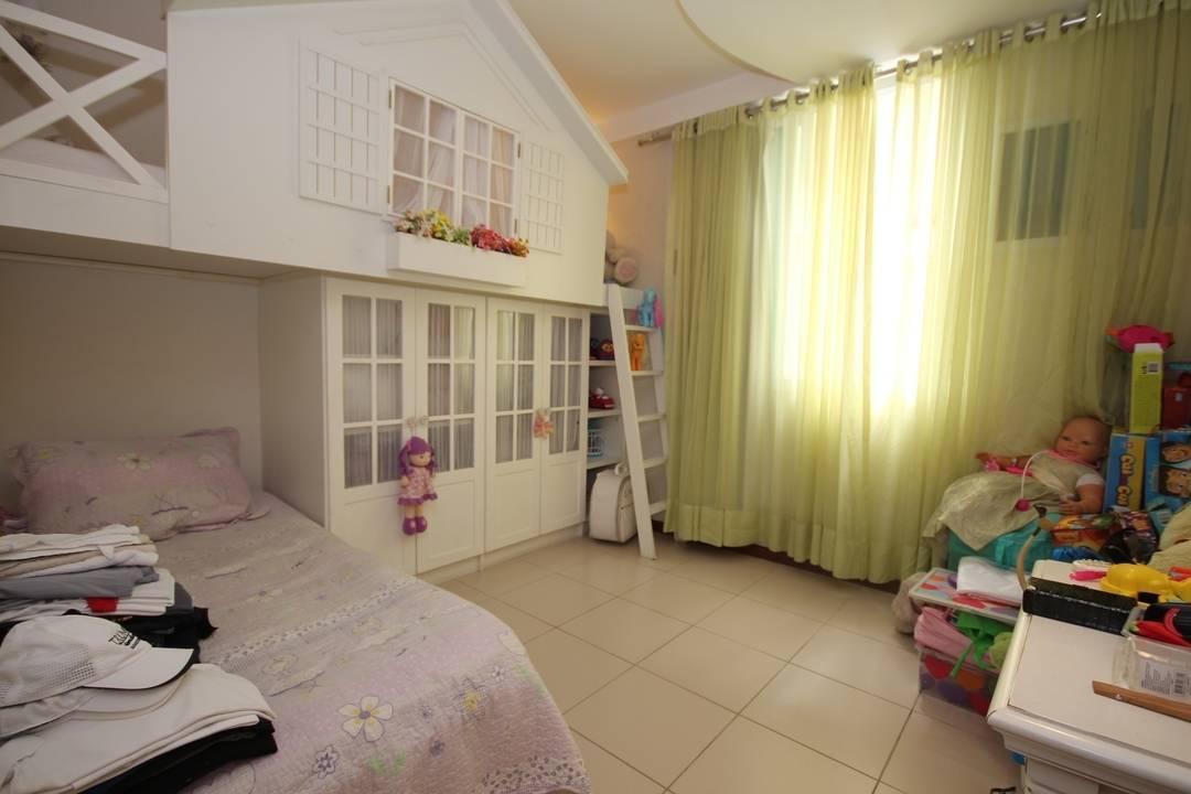 Apartamento de 4 quartos com vista mar.