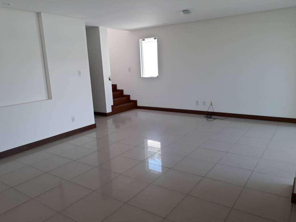 Casa de Condomínio em Lauro de Freitas