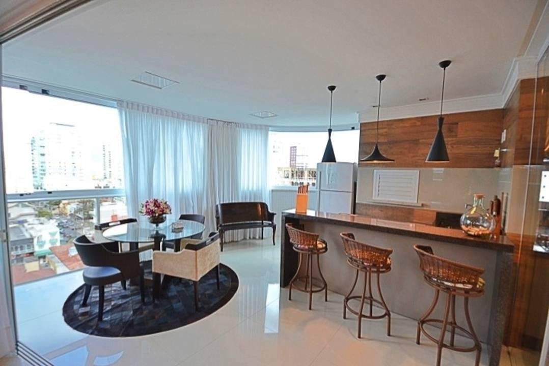 Belíssimo apartamento em meia praia